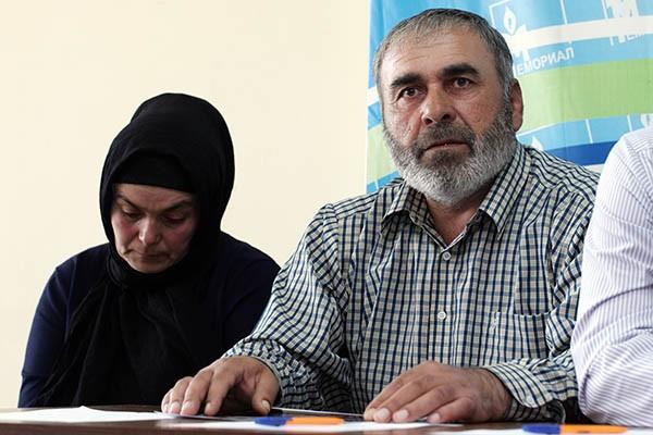 Родители тщетно просят расследовать убийство сыновей
