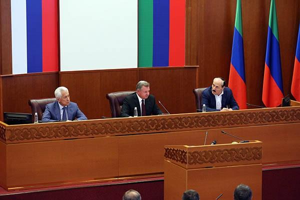 Пересменка власти в Дагестане не обошлась без озвученных публично претензий и обещаний...