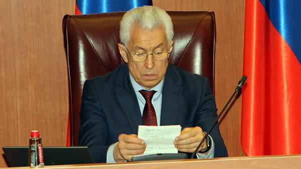Владимир Васильев внёс элемент театральности в назначение нового министра образования РД