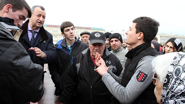 Взаимоотношения власти и общества, ожидания народа от Васильева можно увидеть на площади Махачкалы