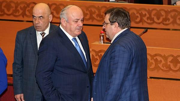 Дагестанская исполнительная власть постепенно лишается харизматиков