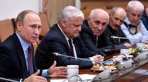 Владимир Путин в окружении бессеребренников